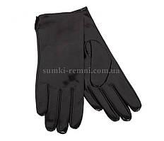 Лакированные перчатки темного цвета