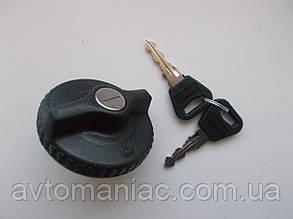 Крышка бензобака (с ключем) Omega A