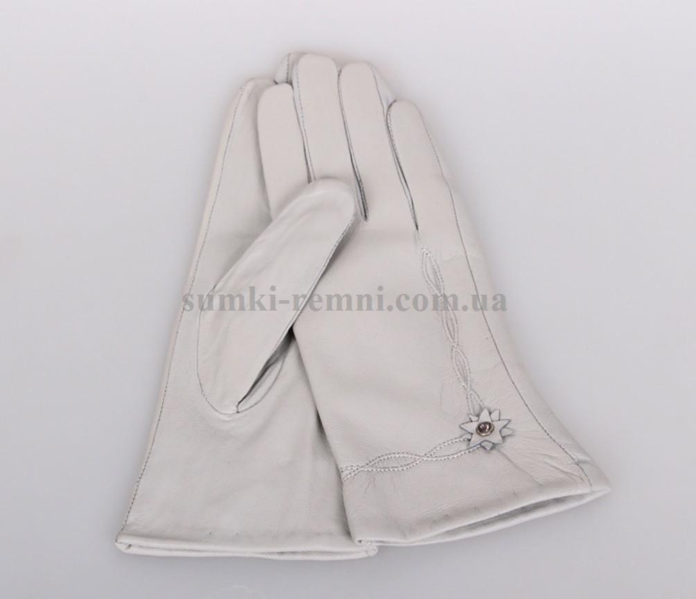 Женские перчатки бледно лилового оттенка