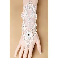 Белые свадебные кружевные перчатки