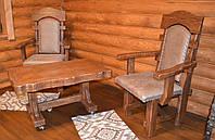 Кресло под старину с бежевой оббивкой