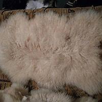 Овечья шкура натуральная. Длинный ворс,густой 90*65 см ворс 12 см с пятнышком. Лохматая и мягкая