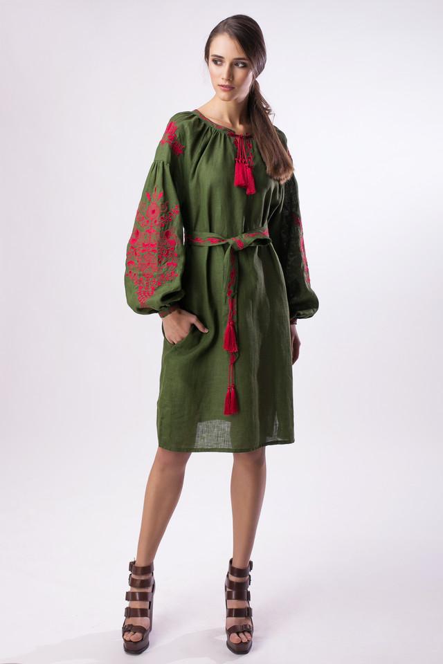 Платье вышитое зелное
