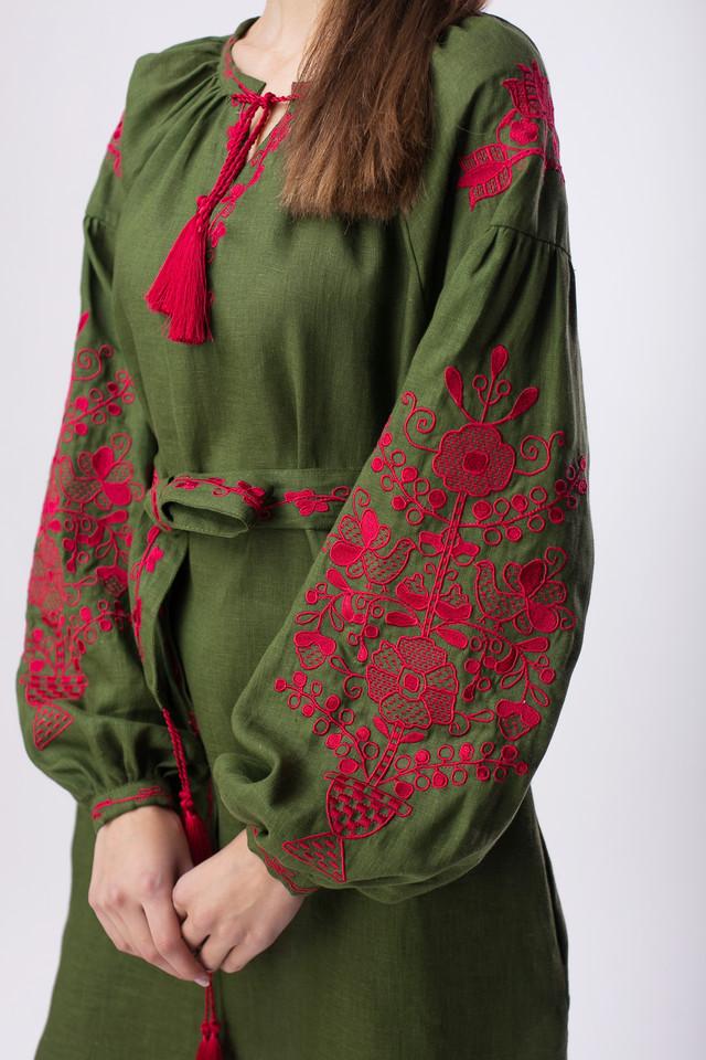 Платье зеленое с вышивкой