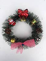 Новогодний декорированный венок из искусственной хвои