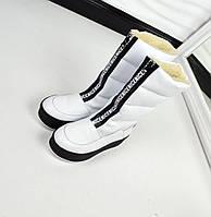 Зимние сапожки-дутики белого цвета