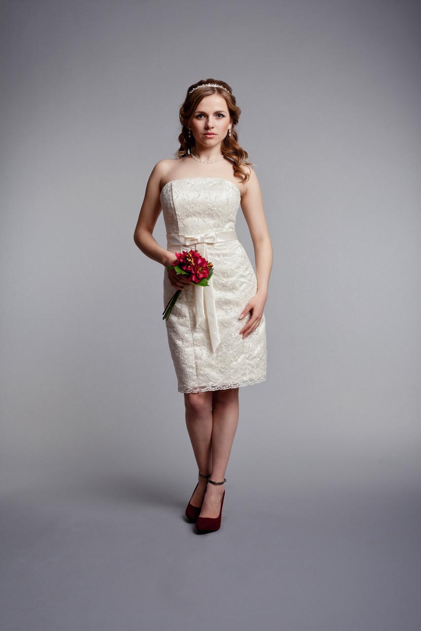 Короткое кружевное свадебное платье айвори цвета