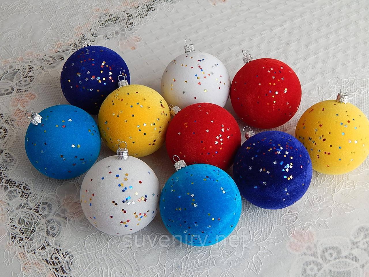 Красиві новорічні кулі на ялинку покриті оксамитом 8см