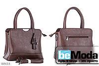 Модная и очень удобная женская сумка Kiss me с красивым брелком кофейного цвета