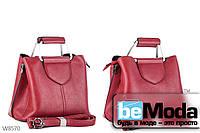 Эффектная качественная женская сумка Kiss me с оригинальной ручкой класического фасона красная