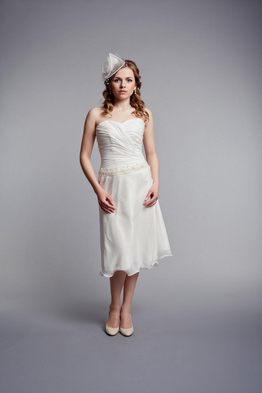 Короткое  свадебное платье  цвета шампань