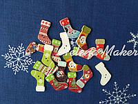 Деревянные новогодние пуговицы Новогодние носочки 30*20 мм