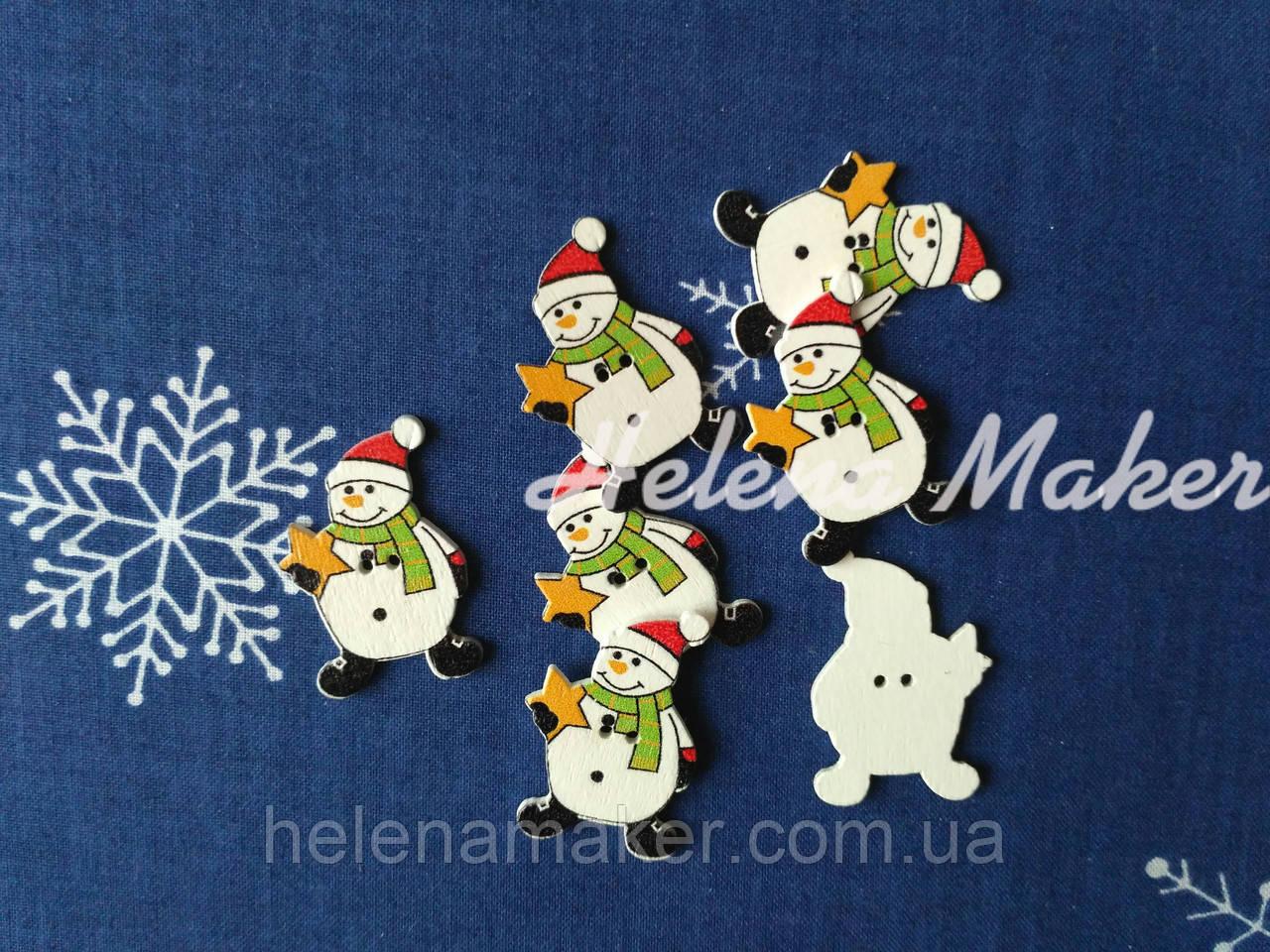 Деревянная новогодняя пуговица  Снеговик в шарфике 22*32 мм
