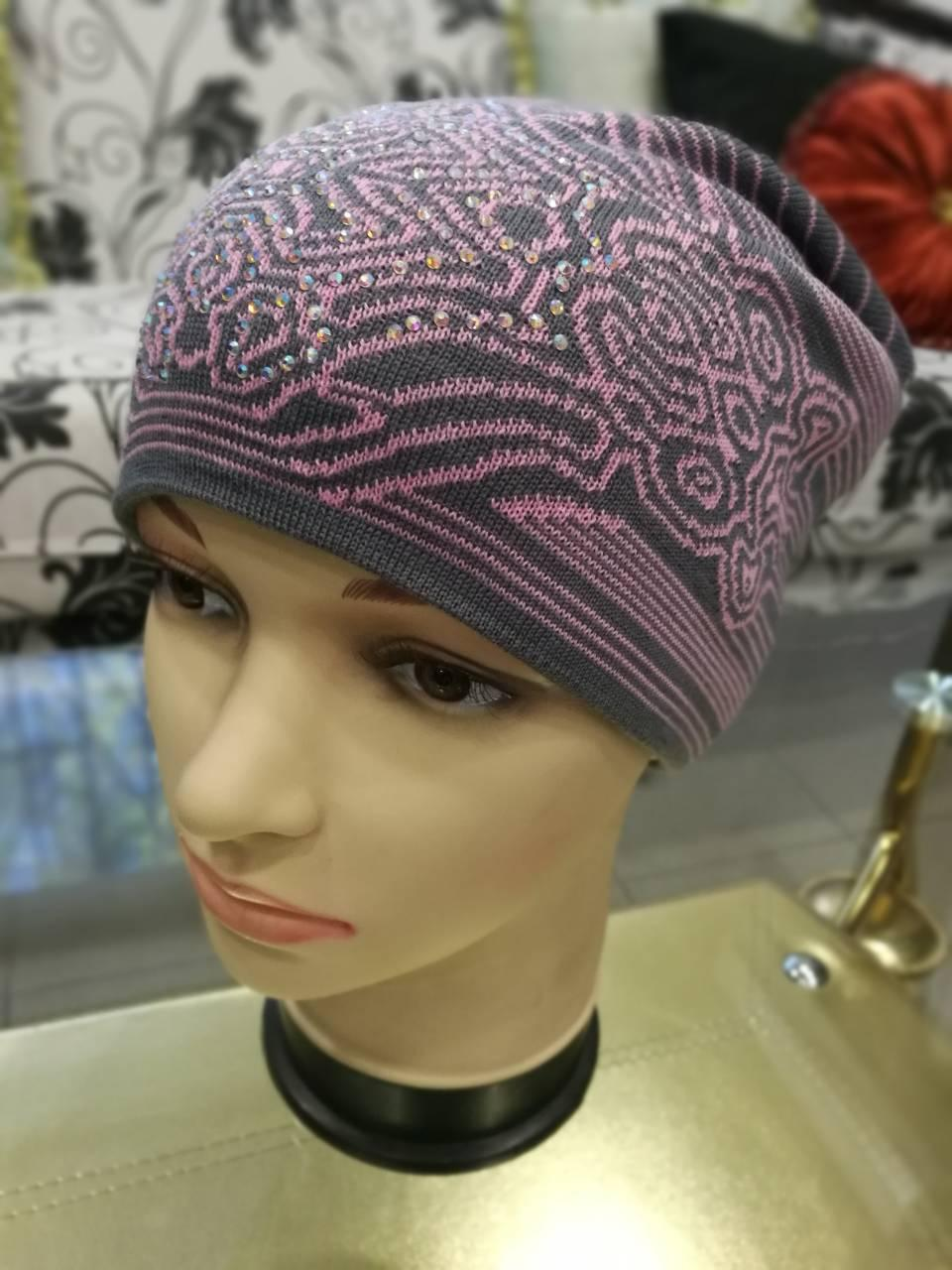 Женская шапка вязаная (цвет: серый и розовый рисунок)