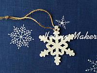 Новогодняя игрушка, подвеска белая деревянная снежинка 7 см