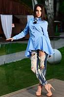 Голубая блузка с брошью в комплекте