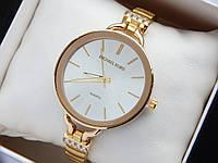 Женские кварцевые наручные часы копия Michael Kors золотого цвета, серебристым циферблатом, на тонком браслете, фото 1