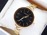 Женские кварцевые наручные часы Michael Kors золотого цвета, черным циферблатом, на тонком браслете, фото 1