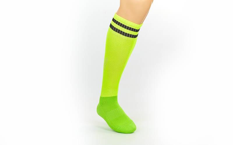 Гетры футбольные взрослые салатовые с черной полосой CO-3256-G