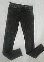 Модные джинсы с аппликацией из стразов GUESS