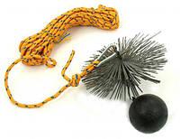 Приспособление для чистки дымохода: щетка, гиря и веревка