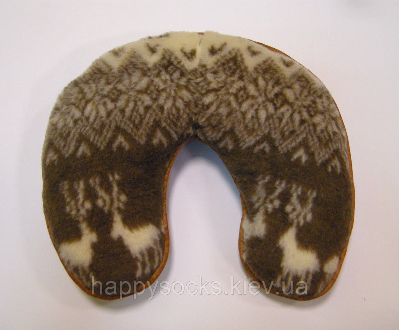 Подушка-рогалик меховая из овчины с оленями