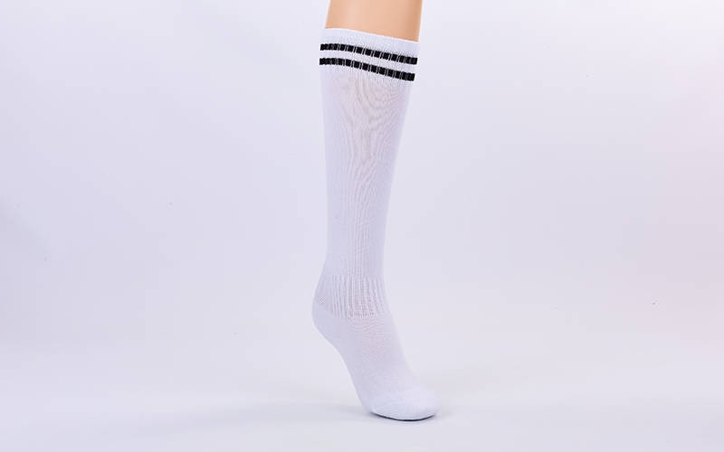 Гетры футбольные взрослые белые с черной полосой ETM011-WBK