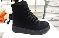 Стильные Зимние женские ботинки замшевые на широкой подошве черные