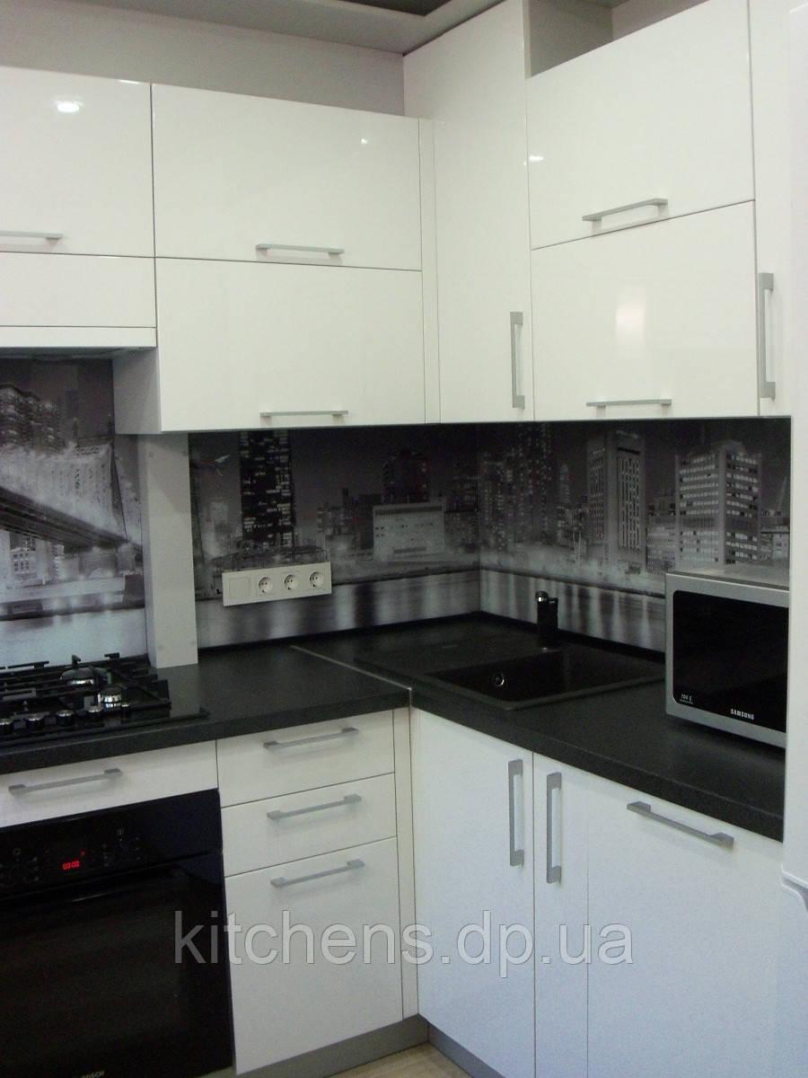 Кухня Белая Глянец, П-образное расположение, скинали, черно белая