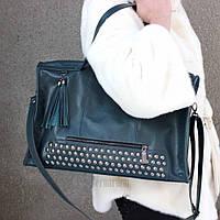 Женская сумка кожаная зеленая боулер с заклепками