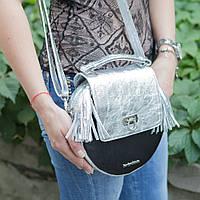 Женская кожаная сумка серебристого цвета в ретро стиле