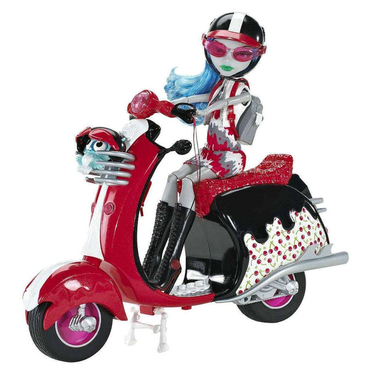 Гулия Йелпс на скутере