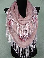 Красивая женская теплая косынка «Ракушка» розового цвета с цветами из ткани и бахромой (цв 5)