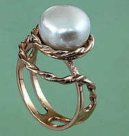 Золотий перстень з перлиною