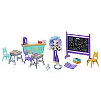 Игровой набор из серии Пижамная вечеринка Директриса Селестия Уроки смеха Equestria Girls  Lessons & Laughs M