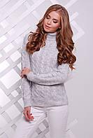 Теплый женский вязаный светло-серый свитер под горло в косичку