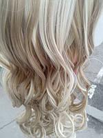 Волос на заколках накрученный светлый меллированный
