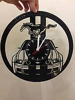 Часы из виниловой пластинки Ford Mustang