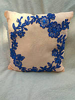 """Подарочная подушка """"Бежевая с синими цветами"""" флок"""