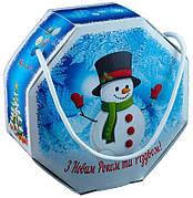 Картонная упаковка для конфет Восьмигранник с ручкой (лента) Новогодний, 17х7х17см, от 1 штуки