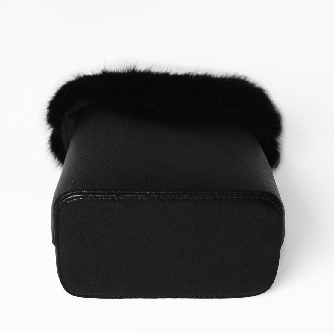 6b4e53df8f55 Молодежная черная сумка с мехом для девушки: 999 грн. - Сумки ...