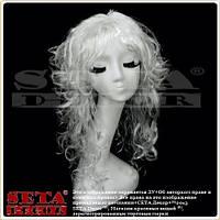 Белый парик с искусственных вьющихся волос