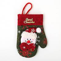 Новогодняя рукавичка для столовых приборов