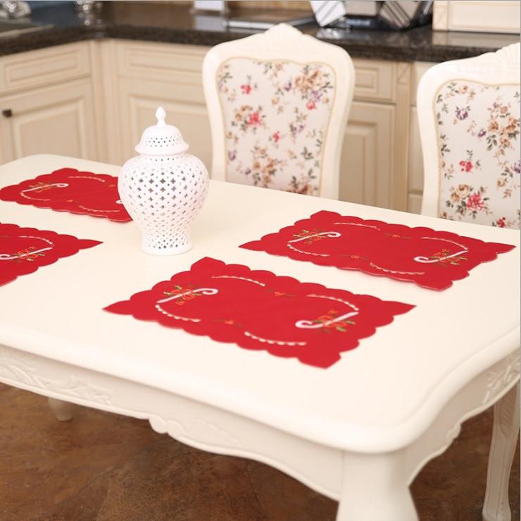 Новогодняя салфетка для праздничного стола