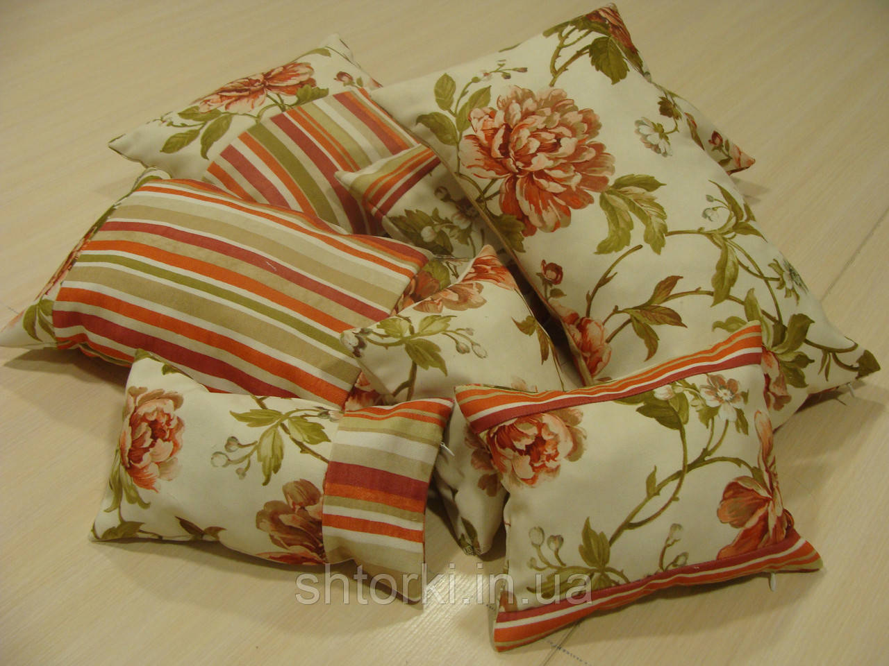 Комплект подушек  7шт цветы и полоска