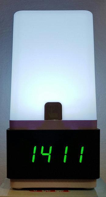 Электронные настольные часы лампа