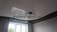 Двухуровневый глянцевый французский натяжной потолок в гостиной города Черкассы.