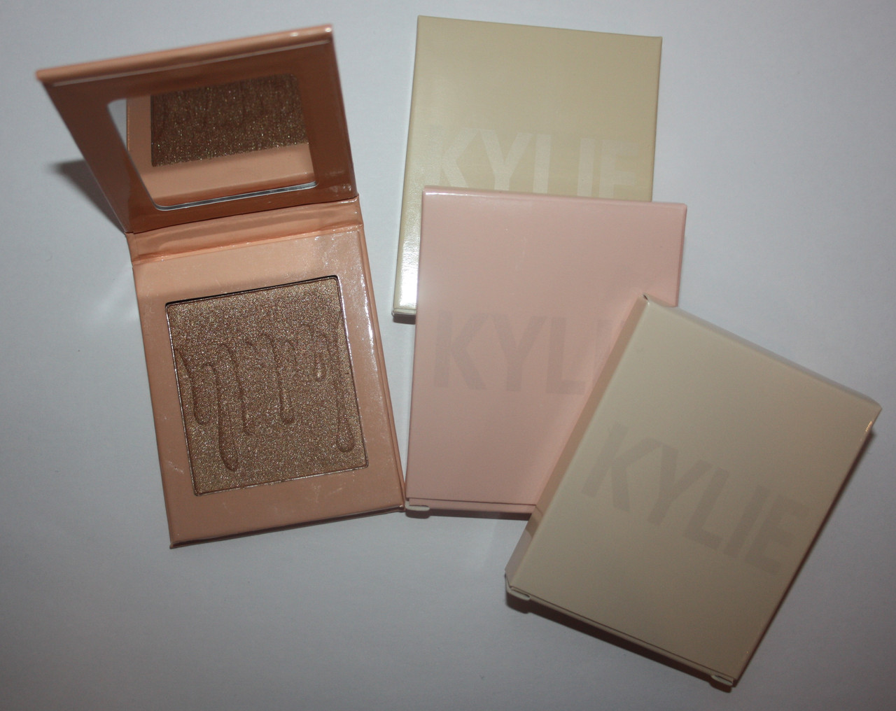 Хайлайтер  KYLIE JENNER PRESSED BLUSH POWDER