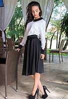 Белая блуза с черным воротником и манжетами