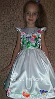 Детское белое платье , вышитое лентами